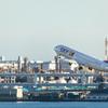 飛行機を逆光で撮影する 羽田空港第一ターミナル