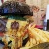 【ホーミーズ (homeys)】高田馬場で黒ハンバーガーにむさぼりつけ!【食べログ百名店選出】