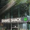 Shake Shack(シェイクシャック)有楽町店。混雑避け11時前に並び待ち時間15分程度