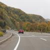 今秋最初の紅葉は車中から…