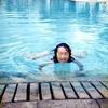 ホテルのプール遊び