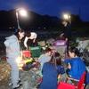 長良川の河原で宴