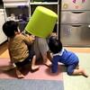 女の子をどこまでも押す息子、恐怖で息子を失禁させる娘 - 年子育児日記(2歳6ヶ月,1歳0ヶ月)