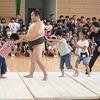 加木屋小学校にお相撲さんが来た③ 高学年は真剣勝負、PTA会長さんも奮闘