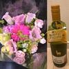 結婚記念日にはワインとお花を買って……。