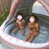 庭でビニールプールで子供を遊ばせた話。
