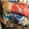 和室に山積みの寝具!残す物と捨てる物の仕分け