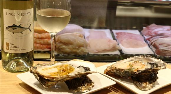 生牡蠣 216円~、寿司2貫 108円~、コスパが良すぎる「牡蠣とワイン立喰い すしまる」【大阪】