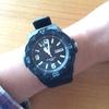 腕時計を拝借。