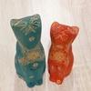 木彫り猫 緑 赤