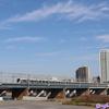 《東急》【写真館432】青空の下、多摩川を渡る田園都市線の車両たち