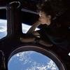 3機のトライアングルUFOが、国際宇宙ステーションをかすめ飛ぶ