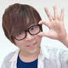 お笑い芸人からYouTuberに転身!関西弁のノリツッコミ、マシンガントークで子供から大人気の『ぐっちの部屋』
