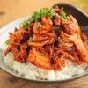 オイスターソース入りシビ辛豚キムチの「花椒豚キムチ丼」は箸がどんどんすすむ【山本リコピン】