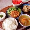 豆腐ハンバーグ、おから和え、野菜スープ、スイカ。