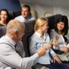 飛行機内の飲酒 百害あって一利なし