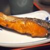 豊洲の「米花」でサツキマス幽庵焼き、アサリのお味噌汁、赤貝・舌切り・胡瓜とわかめの酢の物。