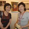 畑中眞由美さんと妹の恵さんが芸術資料館を訪れた