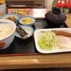 松屋で朝の定食モーニング。