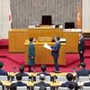 12月県議会が開会、冒頭で全国都道府県議会議長会による自治功労者表彰、知事顕彰を受けました。