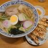 自家製手作り麺。小松市軽海町にあるらーめん亭竹の子で、五目中華ラーメンと餃子。