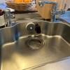 キッチンのスポンジとタワシとまな板