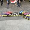 台南   高雄駅に戻ったら床に案内が書かれていました