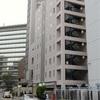 ホテル客室に2女性監禁容疑の男、飛び降り死亡