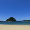 すさみ海水浴場と稲積島