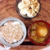 とろろ納豆丼、小籠包とキャベツのスープ、バナナヨーグルト。