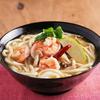 酸っぱ辛ウマ「トムヤムクン風うどん」を炒めたエビ殻とナンプラーで作る【筋肉料理人】