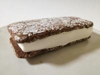 セブンの「ティラミスサンド」がティラミス風なのに美味しい。好きなサンドアイス。