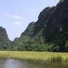 ボートに乗りながら田んぼと奇岩の風景を楽しめて一石二鳥!?ベトナムのニンビン「タムコック」