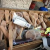 市場に並ぶアラブ庶民の日用品。この木工品、クッキー型なの?!(アンマン・ヨルダン