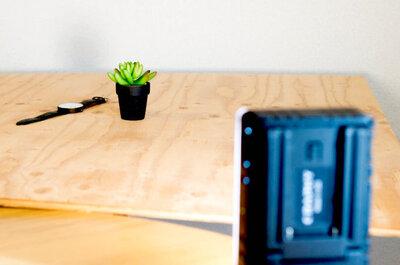 物の撮影台として「ホームセンターの杉板」を使うと無駄なものが写り込まなくなっていい感じ!