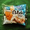 素朴。Pascoの菓子パン「白あんパン」を購入。パンと手亡豆と金ごまのバランスが絶妙で好きな味です