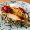 岩牡蠣を麻辣に漬けて食べる料理