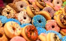 ドーナツ大食いチャンピオン、ドーナツ店に盗みに入る。英語多読ニュースフラッシュ