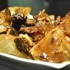 豊洲の「米花」でレバー入り肉豆腐、まぐろ赤身・中とろ盛り合わせ、タラ汁。
