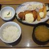 大好きな定食屋さん、やよい軒で「チキン南蛮とエビフライの定食」を食べました