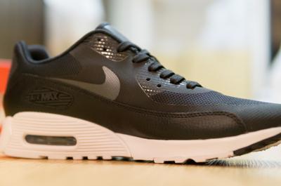 【靴もネットで買ったほうが安い?】新しくナイキのAIRMAXを店で買ってきたので調べてみました。