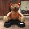 はじめまして。コーチ(coach)とキースへリング(KEITH HARING)のコラボ商品、巨大なクマ。FURUSHO苦楽園店