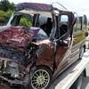 軽自動車、トラックと衝突し男女3人死亡 秋田