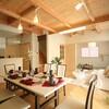 丸太梁のある回廊式現代和風の家