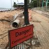 ビーチ遊歩道の最北部で、排水管埋設工事が始まりました