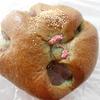 西神中央駅付近のパン屋「パンドール」の「桜あんぱん」と「リッチバター」を食べた感想