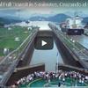太平洋と大西洋を結ぶパナマ運河を通過する大型船