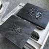 黒い木製看板