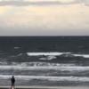 強烈なオンショア、サーフィン厳しめ。波情報 湘南鵠沼08/23