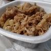 やっぱり牛丼の肉は吉野家だなぁ。
